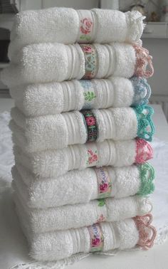 Crochet Edging And Borders Guest towels with ribbon accent and crocheted edging. Images, not instructions, but a great idea! Crochet Crafts, Fabric Crafts, Crochet Projects, Sewing Crafts, Sewing Projects, Diy Crafts, Crochet Towel, Knit Crochet, Guest Towels