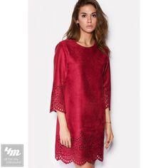 Платье Cardo «PELE» Для выбора цвета и размера - перейдите в интернет-магазин: http://lnk.al/2CIQ Состав: Вискоза - 50%, Полиэстр - 48%, Эластан - 2% (искусственная замша тонкая) Разхмеры: XS(42) S(44) M(46) Коричневое тонкое платье из искусственной замши приведет в восторг настоящих модниц. Современный комфортный крой без застежек создаст удачный ансамбль с утонченными украшениями и обувью. Платье украшено ажурной перфорацией по подолу и рукавам. На модели 44 размер. Рост модели 177см…