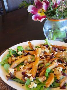 Невыразимая легкость кулинарного бытия...: Салат с обжаренными грушами и голубым сыром