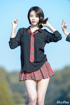 kwon nara ♡(@narapics)さん | Twitter Korean Girl Fashion, Asian Fashion, Cute Asian Girls, Cute Girls, Karin Uzumaki, Female Pose Reference, School Girl Japan, Girls In Mini Skirts, Asia Girl