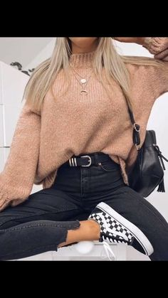 15 Trendy Autumn Street Style Outfits For This Year - fall outfits simple denim outfits fall fashion outfits, cute fall outfits fall outfits fall outfit ideas autumn outfits, 2019 fall fashion trends womens, fall fashion must haves, autumn outfits 2019 Casual Winter Outfits, Stylish Outfits, Summer Outfits, Outfit Winter, Autumn Casual, Autumn Outfits, Formal Outfits, Classy Outfits, Winter Layering Outfits