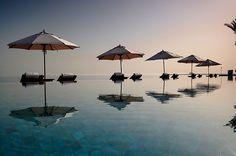 Infinity Pool, The Chedi Hotel, Muscat by Daniel Laskowski & Luiza, via Flickr