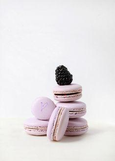 Blackberry Elderflower Macarons Posh Little Designs March 2016 Macarons, Macaron Cake, Macaron Cookies, Lorraine, Just Desserts, Delicious Desserts, Anna And The French Kiss, French Macaroons, Macaroon Recipes
