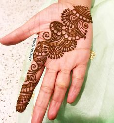 Image may contain: 1 person, ring and closeup Henna Hand Designs, Eid Mehndi Designs, Pretty Henna Designs, Mehndi Designs Finger, Mehndi Designs For Beginners, Modern Mehndi Designs, Mehndi Designs For Fingers, Wedding Mehndi Designs, Mehndi Design Pictures
