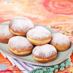 Österreichische Mehlspeisenklassiker | Kochen und Küche Doughnuts, Hamburger, Recipies, Food And Drink, Sweets, Bread, Desserts, Sweet Stuff, Austria