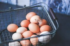 Nutrition is the key to fitness. You need to eat good nutritious food to develop a fit and healthy body. Nutrition starts with whole foods. Fresh Chicken, Chicken Eggs, Chicken Sausage, Hard Boiled, Boiled Eggs, Superfood, Zucchini Puffer, Perfect Eggs