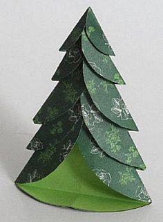 Kerstboom vouwen, maak er twee en hij kan ook staan!