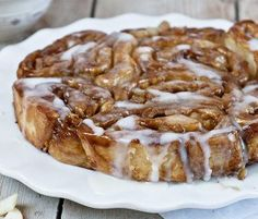If you& ever wanted to have apple pie for breakfast, then this is the dessert you& been waiting for. These Apple Cider Glazed Apple Pie Rolls have all the warm, gooey deliciousness of your favorite homemade apple pie. Fudge Recipes, Apple Recipes, Apple Desserts, Sweet Recipes, Easy Recipes, Easy Meals, Healthy Recipes, Cherry Fudge Recipe, Brunch Recipes