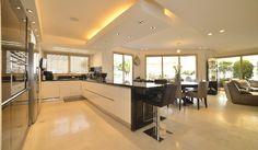 פזית שביט אדריכלים Pazit Shavit Architects - עיצוב פנים-פרטי Kitchen Island, Table, Projects, Furniture, Home Decor, Island Kitchen, Log Projects, Interior Design, Home Interior Design