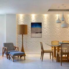 > Cerâmica Portinari. Couchê HD Matte 30x90cm. Living • apartamento GR. MGR Arquitetura. relevo, sala, 3D, parede decorada, branco.