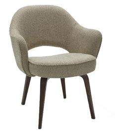 Knoll Saarinen Executive Arm Chair with Wood Legs - my favorite iteration of the executive chair. Modern Home Furniture, Contemporary Furniture, Furniture Design, Lounge Furniture, Modern Sofa, Sofa Design, Midcentury Modern, Modern Decor, Saarinen Chair