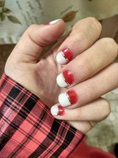 Christmas nails.. somehow feels like a  pokéball lol