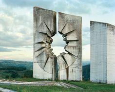 旧ユーゴスラビア時代に無数に建造された圧倒的に奇妙な巨大モニュメントの写真集「Spomenik」 - DNA