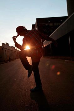 The stance of Dance in the Sunset. Sillhuette.  Taken By: Sheldon Windrim  Dancer: #Bboy Lab*A
