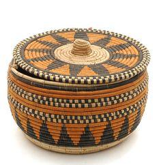 Lidded basket - Mande people - Sierra Leone, Africa - c. African Design, African Art, Basket Weaving, Hand Weaving, Pine Needle Baskets, African Home Decor, Art Africain, African Culture, Fiber Art