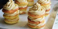 These mini vanilla cloud cakes are a sweet and delicate treat for any occasion. The fluffy vanilla cream cheese frosting melts Low Carb Sweets, Low Carb Desserts, Low Carb Recipes, Diabetic Recipes, Bread Recipes, Vanilla Pancakes, Cheese Pancakes, Galletas Keto, Cloud Cake