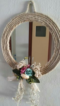 DIY rope crafts are all over the internet look marvelous. Explore and read through the best rope crafts and choose to take up one fun project now. Jute Crafts, Diy Home Crafts, Diy Home Decor, Creative Crafts, Arts And Crafts, Mirror Crafts, Diy Mirror, Wicker Mirror, Diy Wall Art