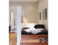 22 Inspiring Small Bedroom Design and Decorating Ideas like the idea of bookcase wall The decoration of our home is a lot like an exhibition space that reveals our own taste. Apartment Living, Small Spaces, Interior, Home, Home Bedroom, Bedroom Design, Small Bedroom Designs, House Interior, Apartment Decor