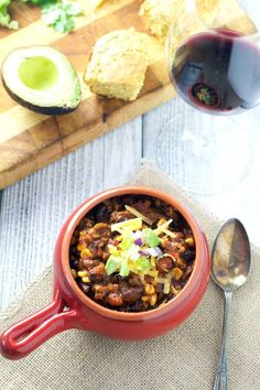 Uses for leftover smoked beef brisket – Smoked Beef Brisket Chili (recipe and wine pairing) - Vindulge Spicy Recipes, Chili Recipes, Grilling Recipes, Cooking Recipes, Smoker Recipes, Smoked Beef Brisket Chili Recipe, Smoked Brisket, Leftover Brisket, Soups And Stews