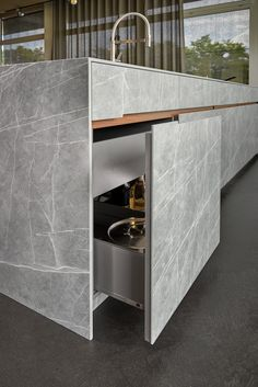 Neolith takes you on a trip to Iran with this contemporary twist on Iranian Gray Stone. The Neolith design incorporates a richer, industrial grey tone, with white veins etched onto the backdrop in con Luxury Kitchen Design, Design Your Kitchen, Interior Design Kitchen, Wainscoting Kitchen, Modern Kitchen Cabinets, Kitchen Island, Küchen Design, Layout Design, Home Decor Kitchen