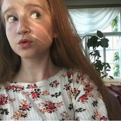 girl // flower shirt // summer // redhead