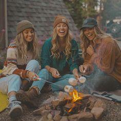 Bff, Besties, Best Friend Pictures, Friend Photos, Surfergirl Style, Granola Girl, Summer Goals, Friend Goals, Happy Campers