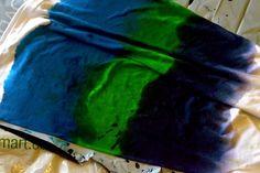【手順】 1. Tシャツを染料で3色に染めます。(染める方向はボーダー状に。)
