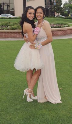 Sweet 'n' Soft Cute Lesbian Couples, Lesbian Pride, Lesbian Love, Lesbian Art, Prom Picture Poses, Prom Poses, Cute Prom Dresses, Prom Outfits, Girls In Love