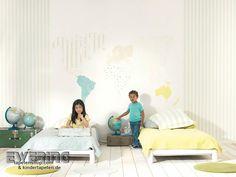 Alice & Paul 16 - Das Wandbild mit Weltkarte und frische Streifen in grün-blau bringen Pepp ins Kinderzimmer.