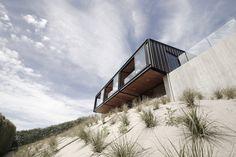 A Black Zinc House Overlooking New Zealand's Southern Alps – iGNANT.de