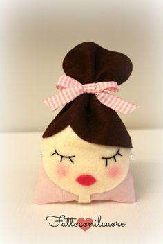 sacchetto bambolina castana per tante occasioni, by fattoconilcuore, 4,90 € su misshobby.com #misshobby #bomboniere #sacchetti #comunione