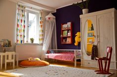 Cosy, minimalist kids room (not to mention affordable!)