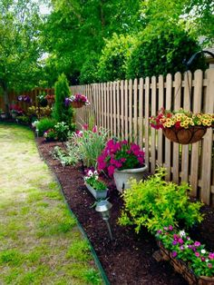 front garden 50 Stunning Spring Garden Ideas for Front Yard and Backyard Landscaping - Front Yard Landscaping, Backyard Patio, Outdoor Landscaping, Outdoor Gardens, Simple Landscaping Ideas, Fenced In Backyard Ideas, Front Yard Gardens, Backyard Ideas On A Budget, Concrete Backyard