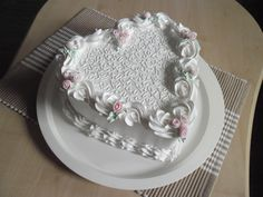 Valentine's Day Cake Gallery on Cake CentralCreate a symbol made for love and care, Fabulous valentine cake decorating ideas are just some of the luxurious cakes you can find that helps you to be inspired. Cake Decorating Designs, Cake Decorating Techniques, Cake Designs, Cookie Decorating, Decorating Ideas, Pretty Cakes, Beautiful Cakes, Amazing Cakes, Heart Shaped Cakes