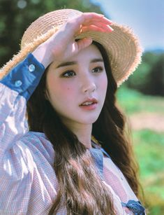 Kpop Girl Groups, Korean Girl Groups, Kpop Girls, Olivia Hye, Girl Gang, South Korean Girls, Photo Book, Asian Girl, Actresses