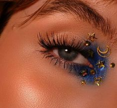 aesthetic makeup hearts Discovered by Yasmin Woods. Find images and videos about blue, perfect and makeup on We Heart It - the app to get lost in what you love. Makeup Eye Looks, Eye Makeup Art, Cute Makeup, Pretty Makeup, Skin Makeup, Eyeshadow Makeup, Beauty Makeup, Easy Eyeshadow, 80s Makeup