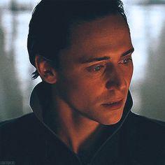 Ich kann meinen Blick nicht lösen, selbst, als die nächste Szene ihn ablöst, verharre ich im Schock. Was ist das bitte für ein super- schräger Zufall? Und was soll es mir sagen? Sieh hin, was du getan hast. Glaubst du, du kommst damit davon? Nein, es wird dich verfolgen, solange du lebst. Dich jede Nacht quälen, wenn du die Augen schließt.