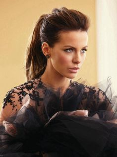 I love Kate Beckinsale's ponytail although it kind of reminds me of how I used to wear banana clip in the 80's.