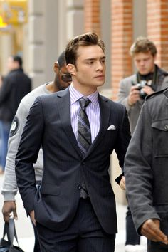 """Ed Westwick Photos - Ed Westwick wears a pinstripe suit and tie on the set of """"Gossip Girl"""" in New York City. - 'Gossip Girl' Films in NYC Chuck Bass Style, Im Chuck Bass, Outfits Casual, Mode Outfits, Hot White Guys, Chucks Outfit, Chuck Bass Ed Westwick, Gossip Girl Chuck, Blonde Hair Boy"""