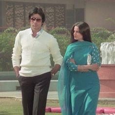 Throw back photo of Rekha ji with Amitabacchan ji Rekha Actress, Bollywood Actress, Kaftan, Rekha Saree, Grunge Jacket, Glamour World, Bollywood Pictures, Bollywood Couples, Cute Coats