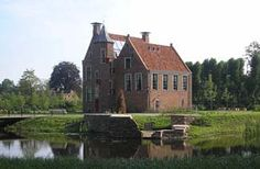 De Wedderborg, Wedde, Gr. Nu in gebruik als hotel. (Die zonnepanelen vind ik wel ontsieren.)