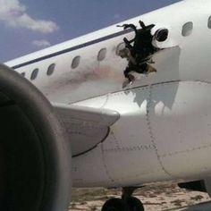 Minuten nach dem Start in Mogadischu: Explosion reißt Loch in Airbus