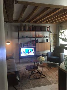 Apartment in Paris, France. Appartement bien situé à deux pas du musée Picasso près des Metros République, oberkampf. comprenant 1 chambre double avec sdb en suite dressing , salon avec canapé 2 places cuisine aménagé. 5ème étage avec ascenseur très lumineux.  Les restaurant...