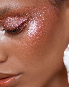 Glitter highlight @intothegloss @glossier #highlight #glitter #makeup #glitterhighlight