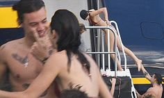 One Direction's Harry Styles and Kendall Jenner fuel romance rumours in St Barts | Daily Mail Online