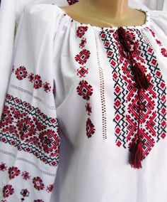Женская вышиванка на поплине Embroidery Dress, Cross Stitch Embroidery, Ethno Style, Palestinian Embroidery, Russian Beauty, Baby Vest, Crochet Borders, Cross Stitch Charts, Handmade Clothes