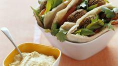 Pita mit Falafel und Hummus - smarter - Kalorien: 645 Kcal - Zeit: 1 Std. | eatsmarter.de