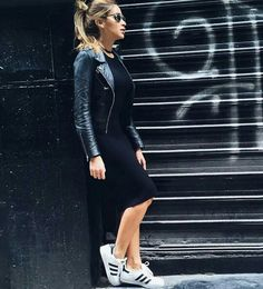 Ideas how to wear adidas superstar black street styles Source by superstar outfit Adidas Superstars Black, Adidas Superstar Look, Adidas Superstar Outfit Summer, Adidas Superstar Schwarz, Sneakers Outfit Summer, Adidas Dress, Adidas Outfit, Mode Outfits, Chic Outfits
