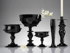 Black Glass Tableware & Centerpieces - gorgeous, glamorous collection by Juliska! Gothic Wedding Decorations, Non Floral Centerpieces, Kim Kardashian Wedding, Old Hollywood Wedding, Goth Home, Black Vase, Ceramic Tableware, Black Decor, Shades Of Black