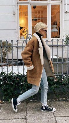 Sheepskin Coat, Winter Jackets, Fashion, Winter Coats, Moda, Shearling Coat, Winter Vest Outfits, Fashion Styles, Fashion Illustrations
